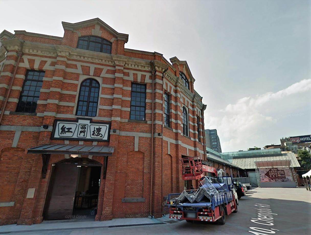 西門紅樓今貌,可見八角樓,以及改建成玻璃屋頂的十字型建築
